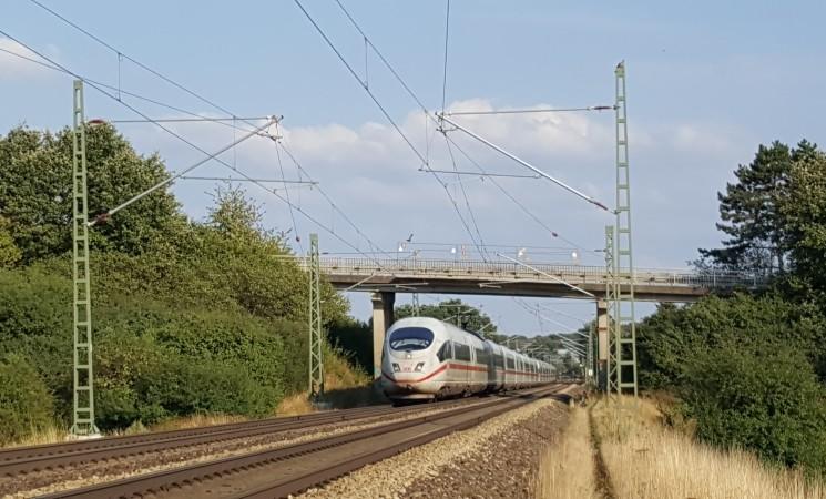 Neubau der Brücke über die Bahnlinie