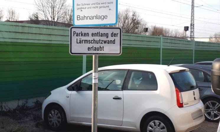 Parken entlang der Lärmschutzwand legalisiert