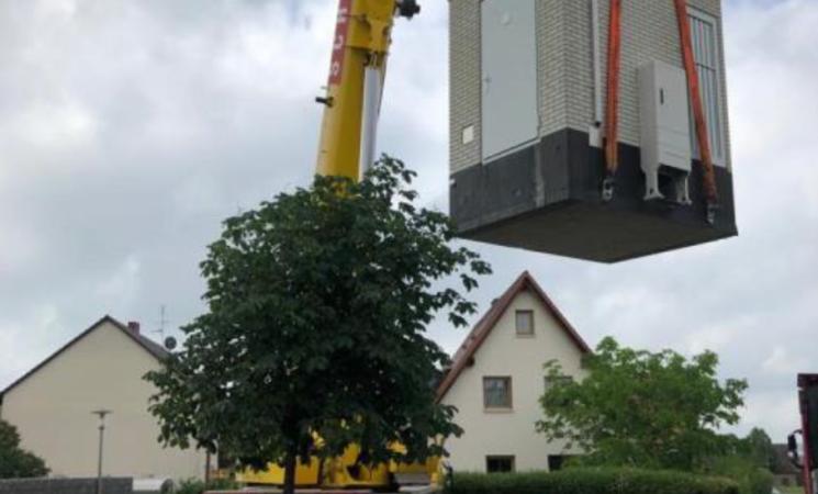 Deutsche Glasfaser stellt Glasfaserhauptverteiler in Seukendorf und Veitsbronn auf